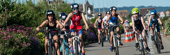 Saturday 19th of june of 2021 at 3:00pm, 320 children from 8 to 15 years old can participate to the Triathlon International de Deauville in 4 waves of departure.