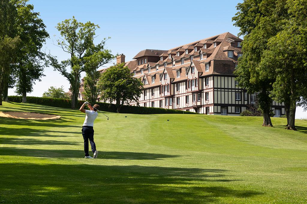 hotel barrière le golf partenaire triathlon de deauville
